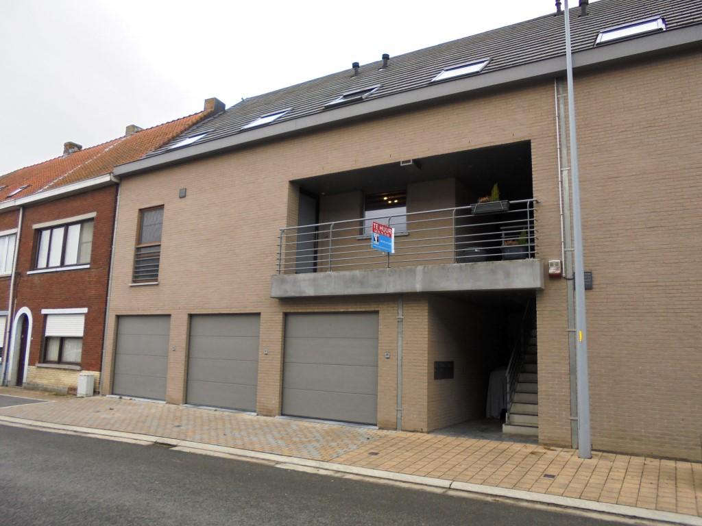 Recente duplex met terras en garage te Deinze – VERHUURD